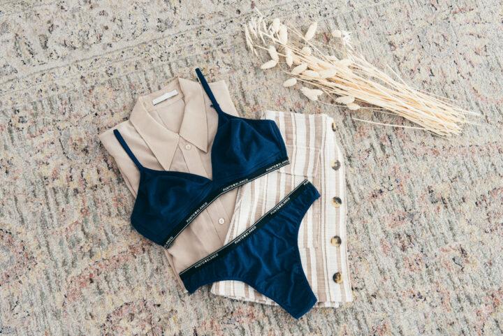Bodegón conjunto lencería azul marino