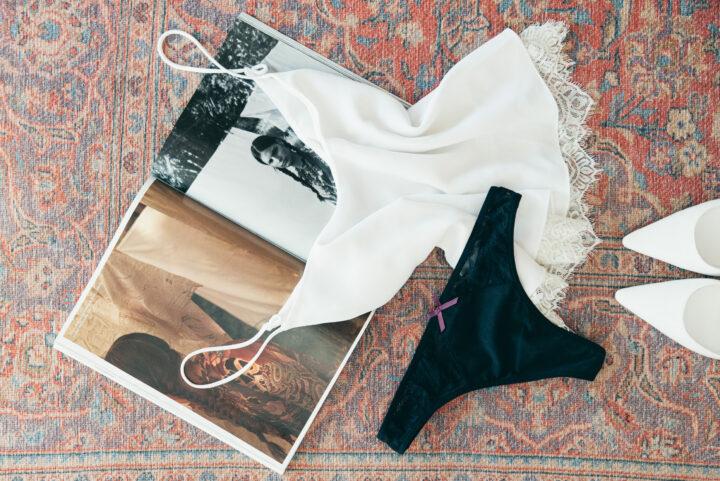 Bodegón lencería negra y blanca